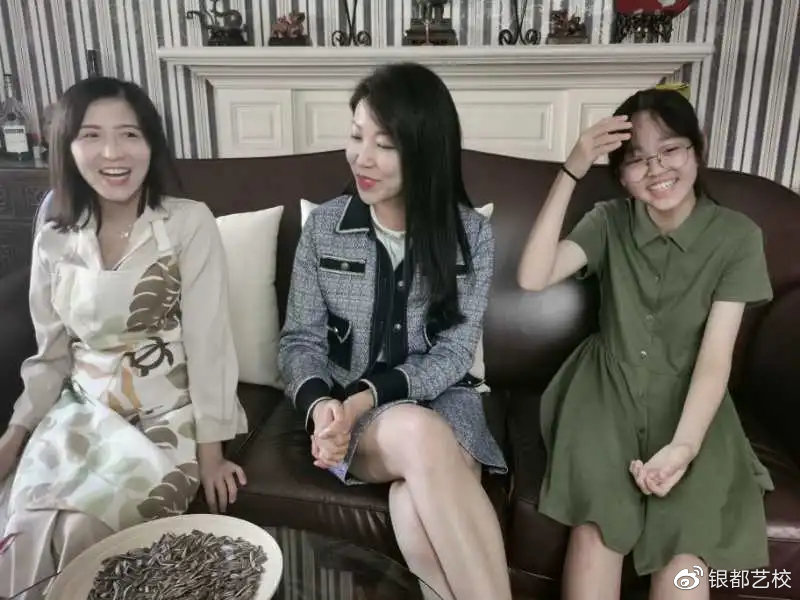 学员孙泳颖(左)龚亚玲(中)颜妍(右)