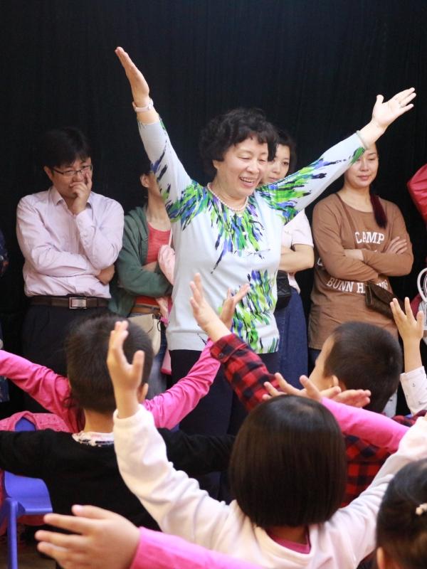 龚之华老师正在上声乐公开课